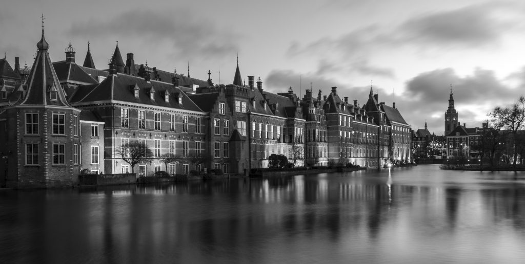 Hofvijver by night Den Haag zwart Wit